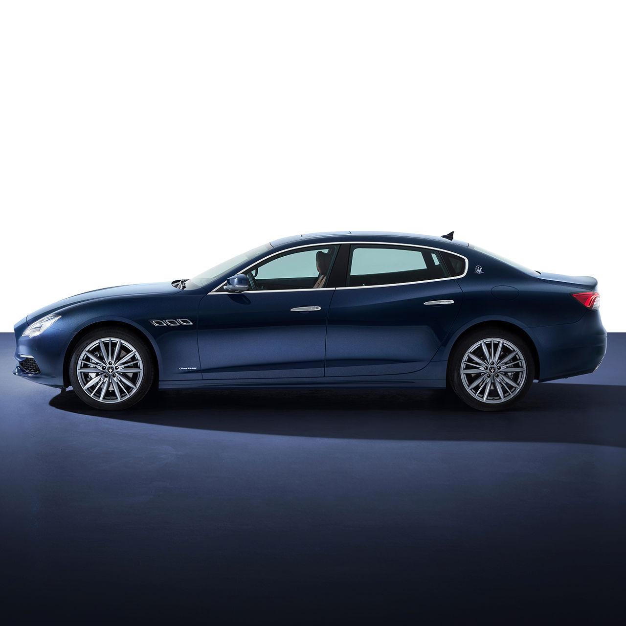 Maserati Quattroporte - Blau - Seitenansicht