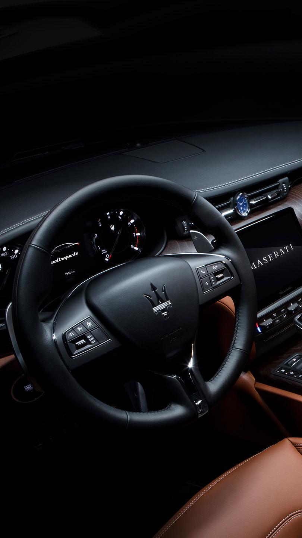 Maserati Quattroporte - Design - Lenkrad und Interieur