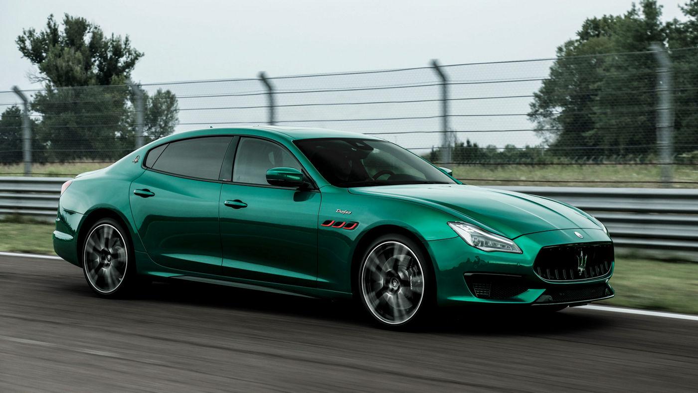 Maserati Quattroporte Trofeo in Grün - auf der Straße