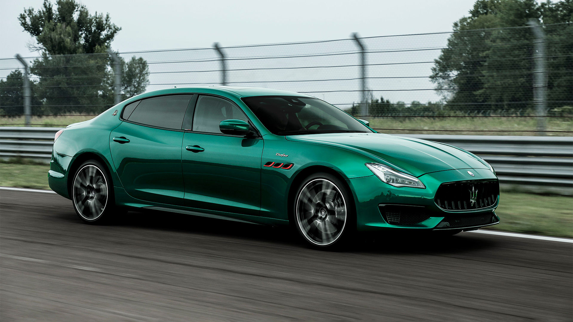 Maserati Quattroporte Trofeo - Grün - Auf Rennstrecke