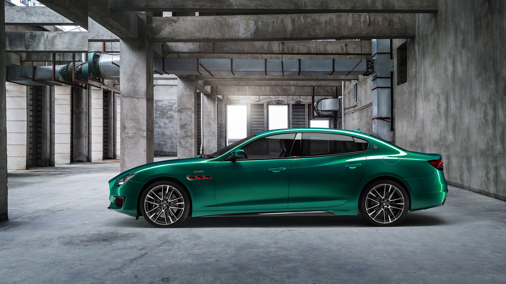 Maserati Quattroporte Trofeo in Grün - Seitenansicht