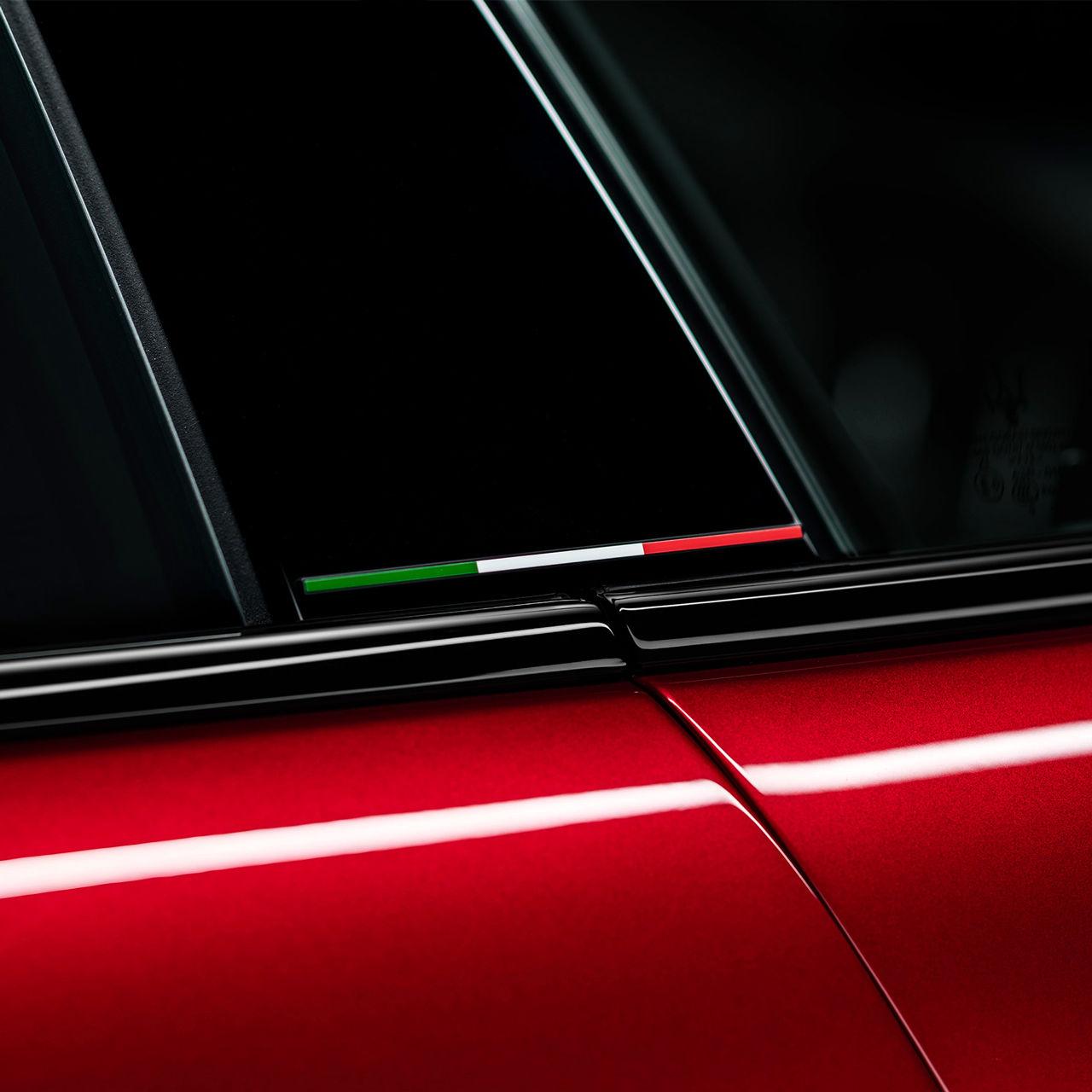 Maserati Ghibli Trofeo - Rot - Tricolore Design