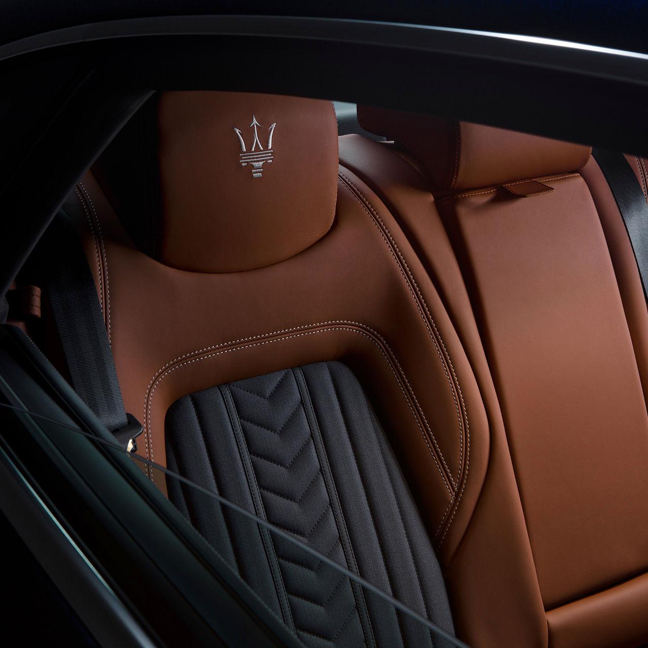 Maserati Quattroporte - Interieur - Ledersitz in Schwarz-Braun - Umklappbar
