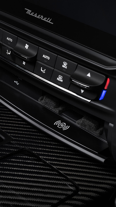 Maserati Interieur - Kabelloses aufladen