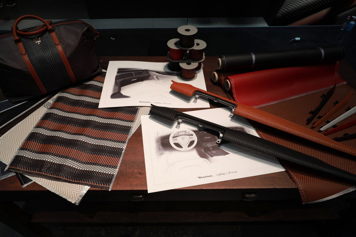 Maserati Crafting Italian Experiences: Fahrzeuginnenausstattung PELLETESSUTA™ in der Boutique Ermenegildo Zegna
