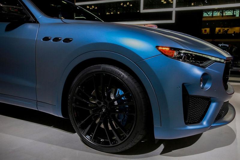 Maserati Levante GTS One of One - side view - color 'Blu Astro'