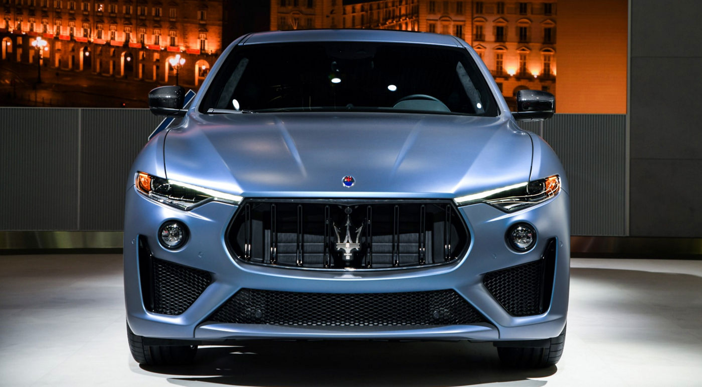 "Maserati Levante GTS d'édition One of One - vue frontale - couleur ""Blu Astro"""