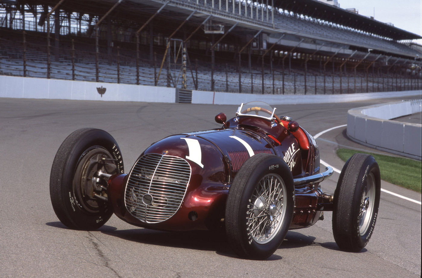 Historical Maserati 8CTF on the Indianapolis 500 circuit