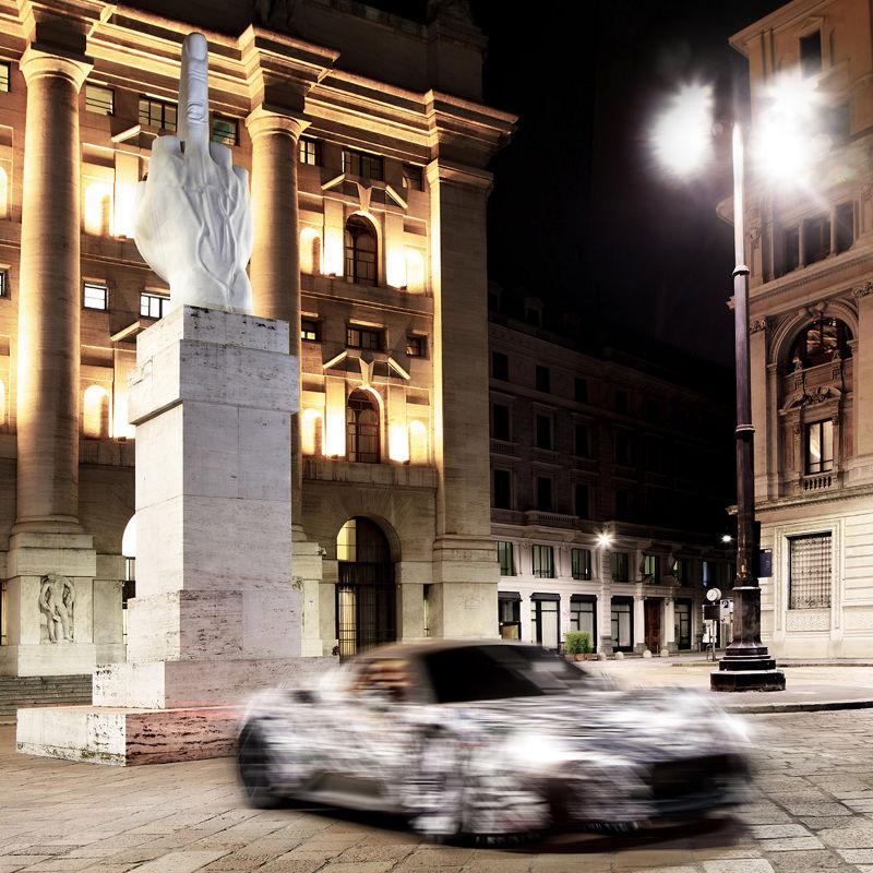 Prototyp des neuen Maserati MC20 Supersportwagen ist auf der Piazza degli Affari in Mailand unterwegs