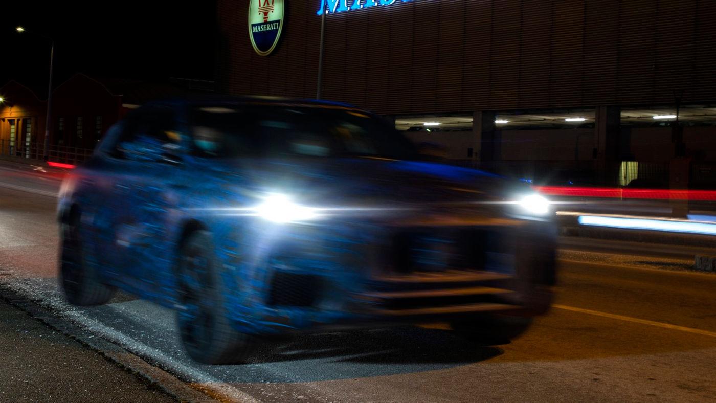 Maserati Grecale SUV prototipo - In corsa, vista frontale