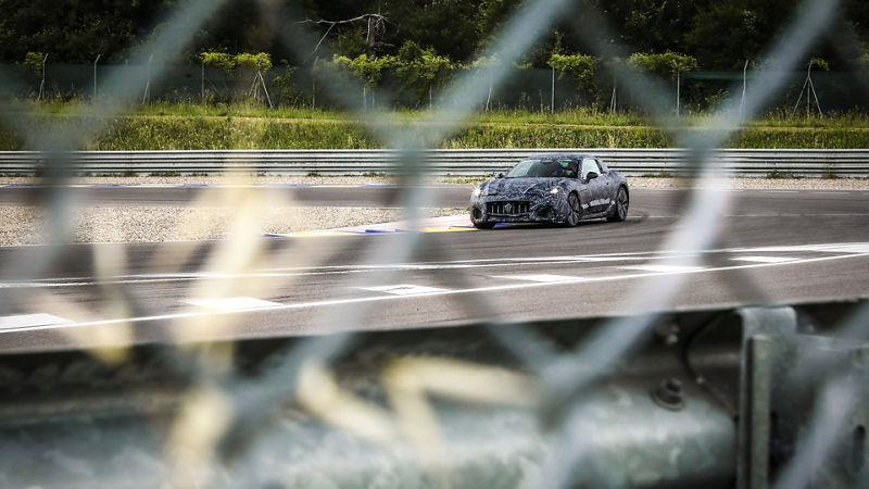 Nouvelle Maserati GranTurismo, 100% électrique : prototype vu d'en haut.