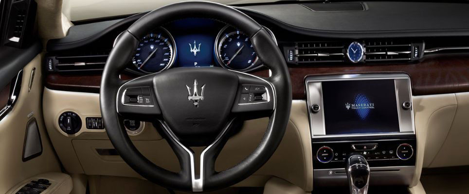 Quattroporte interior design: steering wheel, dashboard, beige leather
