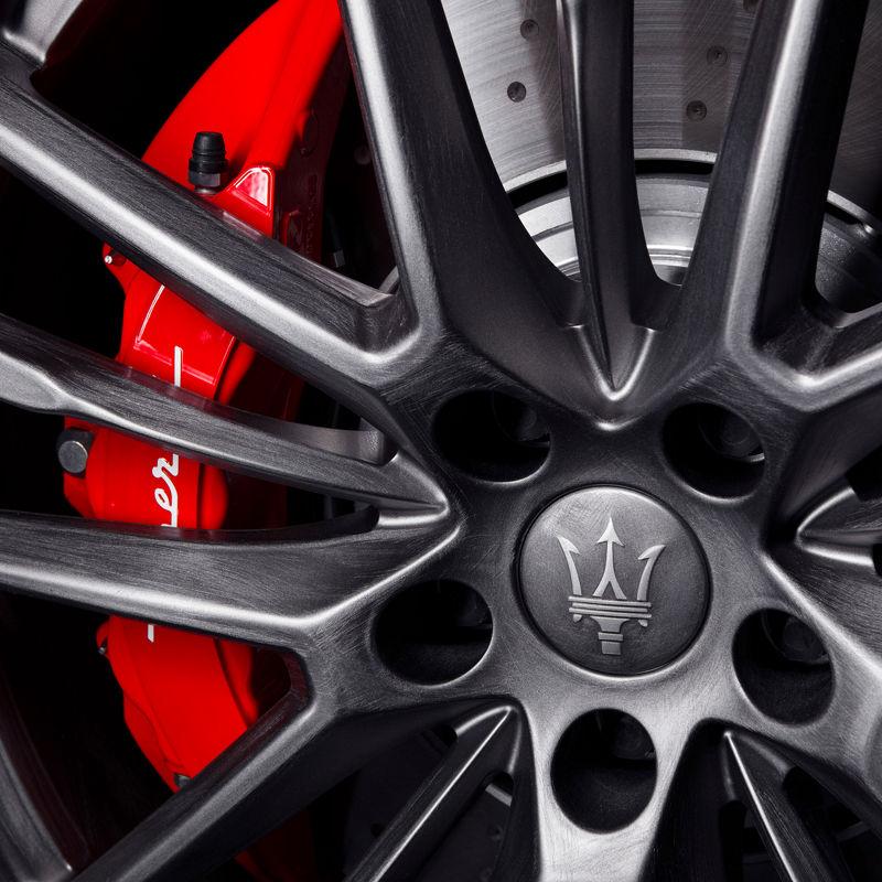 Maserati Fuoriserie Corse Levante: Felge und roter Bremssattel