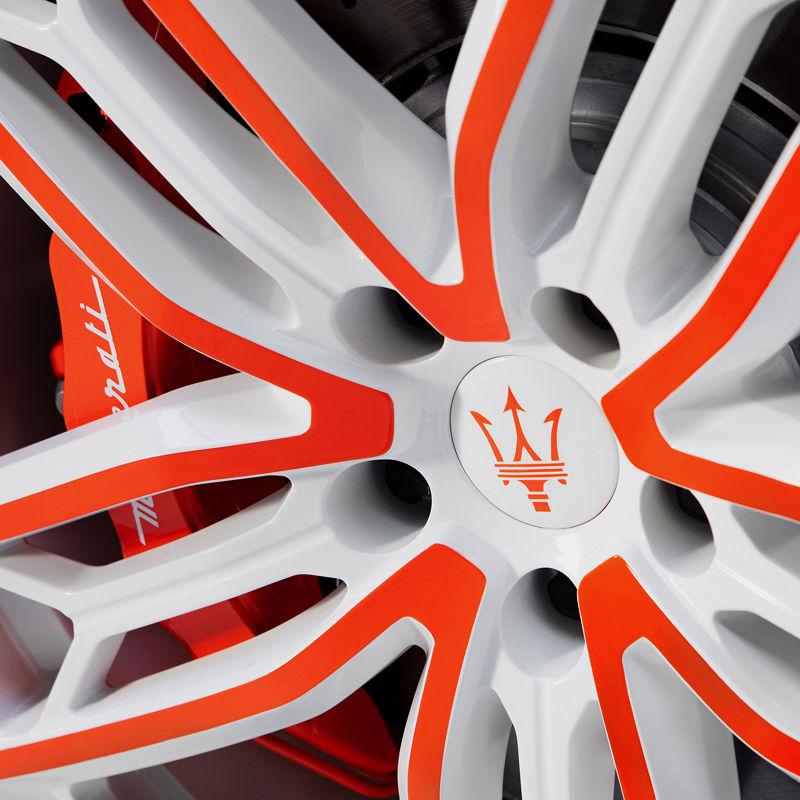 Maserati Fuoriserie Unica: Felge und Bremssattel in Rot-Weiß