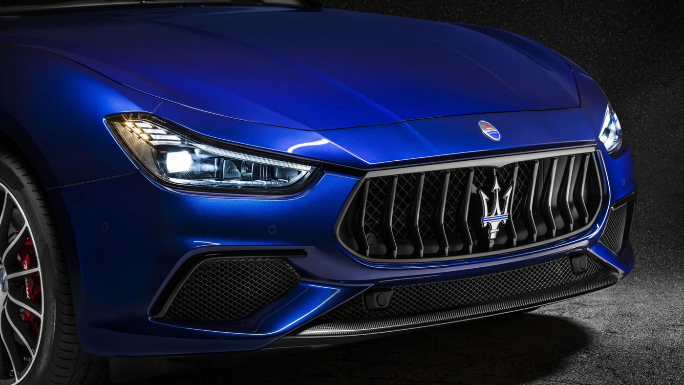 Ghibli Accessories - Exterior carbon detailed packages - Front grille with Maserati Logo
