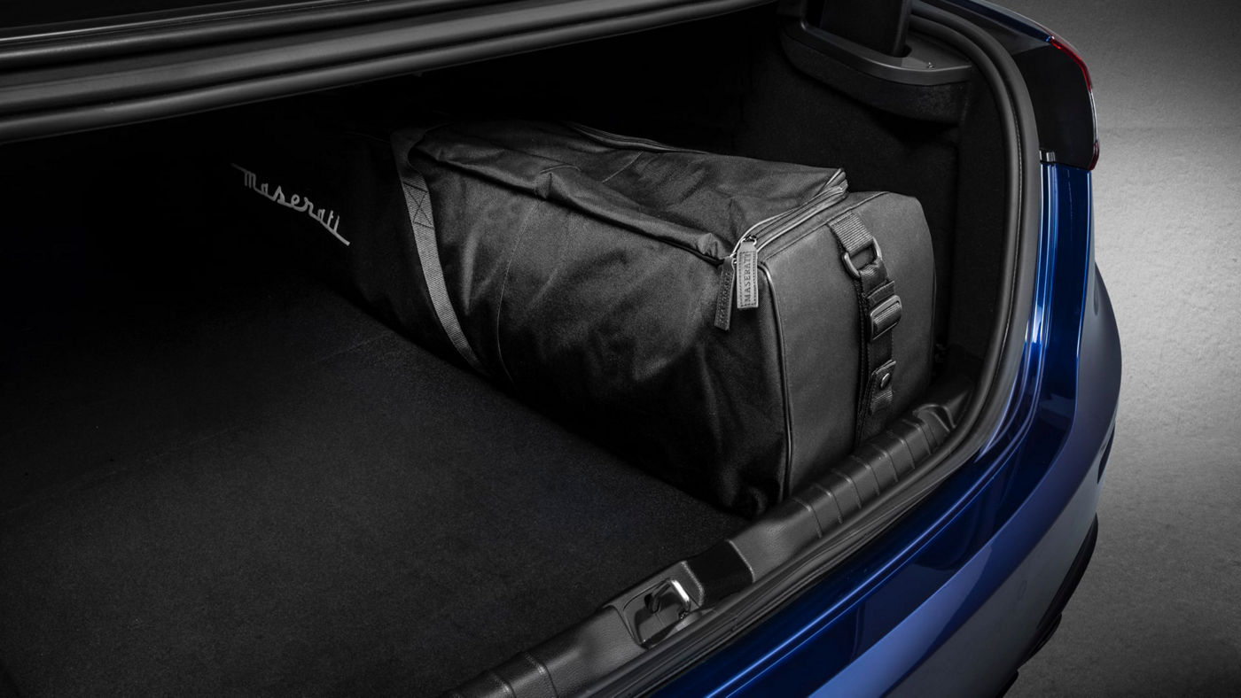 Maserati Ghibli accessories - Loading Edge Protective Mat and Ski/Snowboard Bag