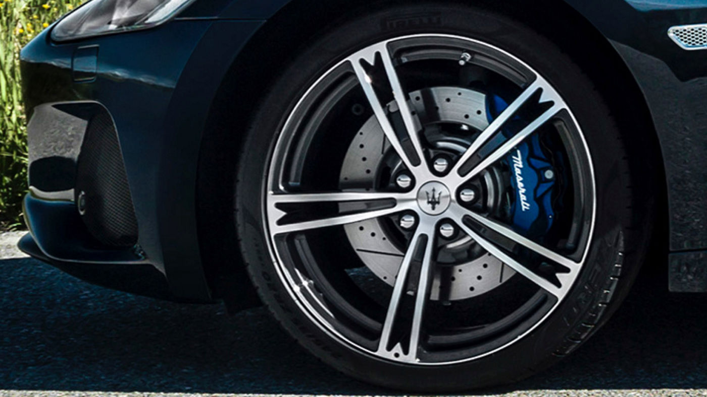 Maserati GranCabrio accessories for rims, blue brake caliper