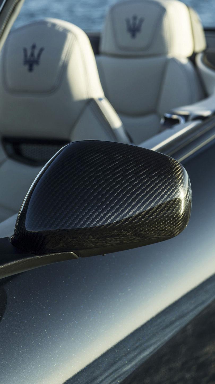 Maserati GranCabrio Original-Zubehör: Seitenspiegel aus dem Exterieur-Carbon-Paket