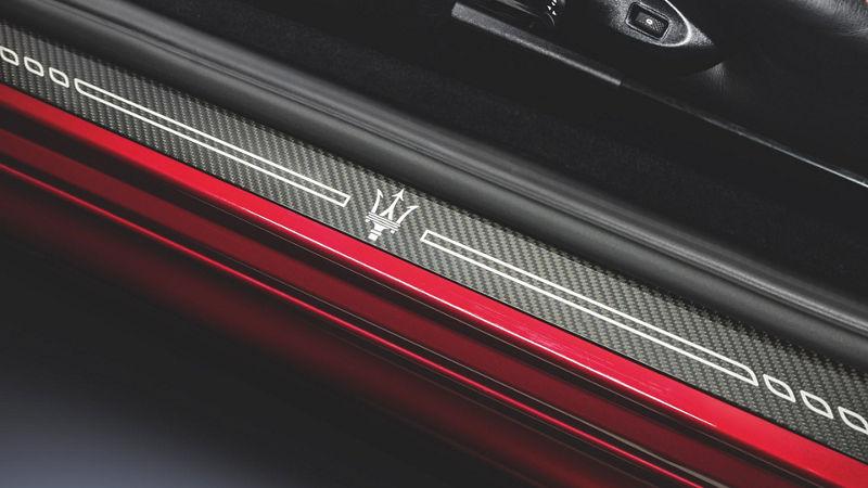 Maserati GranTurismo accessories - Carbon Doorsill Plates