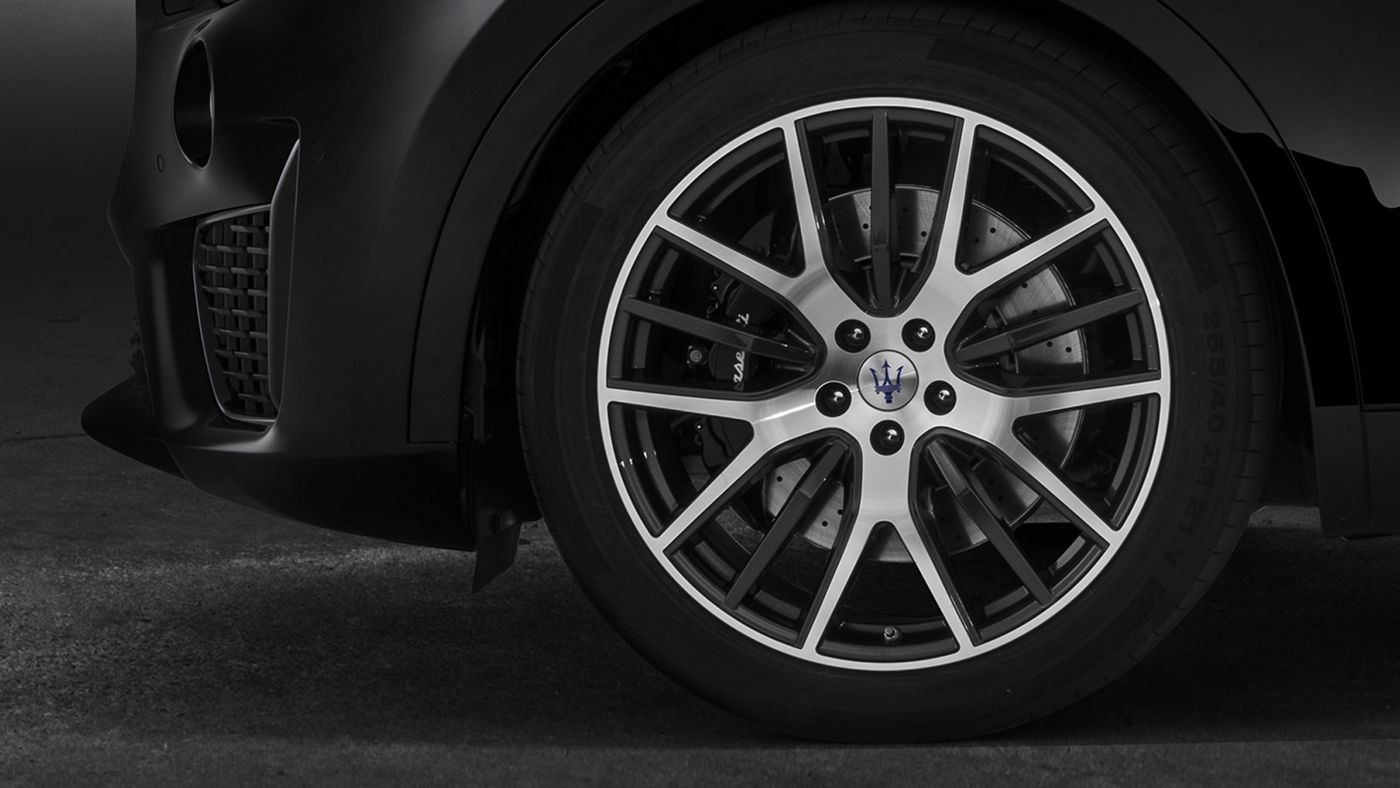Maserati Levante tyres and rims, silver and black
