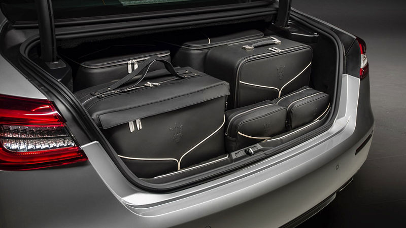 Maserati Quattroporte accessories - luggage set inside the boot