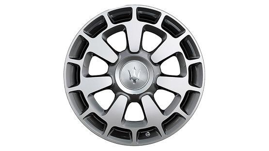 """Maserati Quattroporte Reifen: CRONO Durchmesser: 20"""" Vorderreifen: 245/40 R20 Hinterreifen: 285/35 R20"""