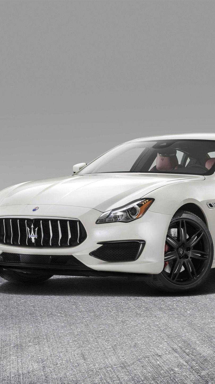 Maserati Quattroporte in Weiß, Front-Ansicht