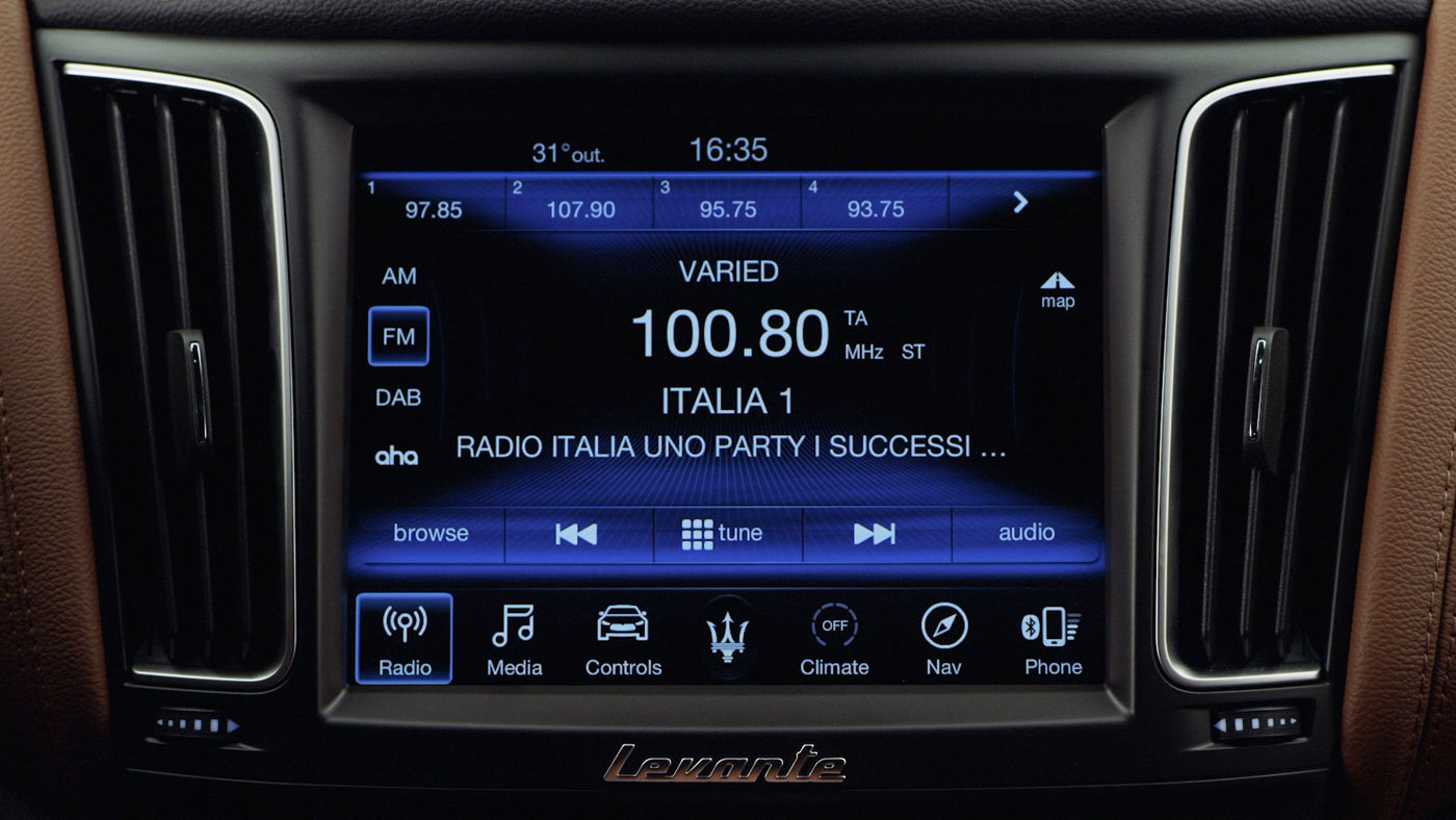 Maserati display and Bluetooth connection: Radio