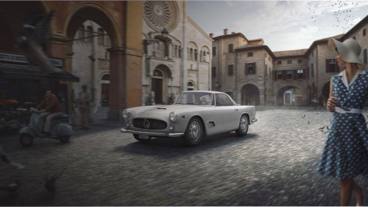 Historisches Maserati Modell: 3500GT auf einer italienischen Piazza