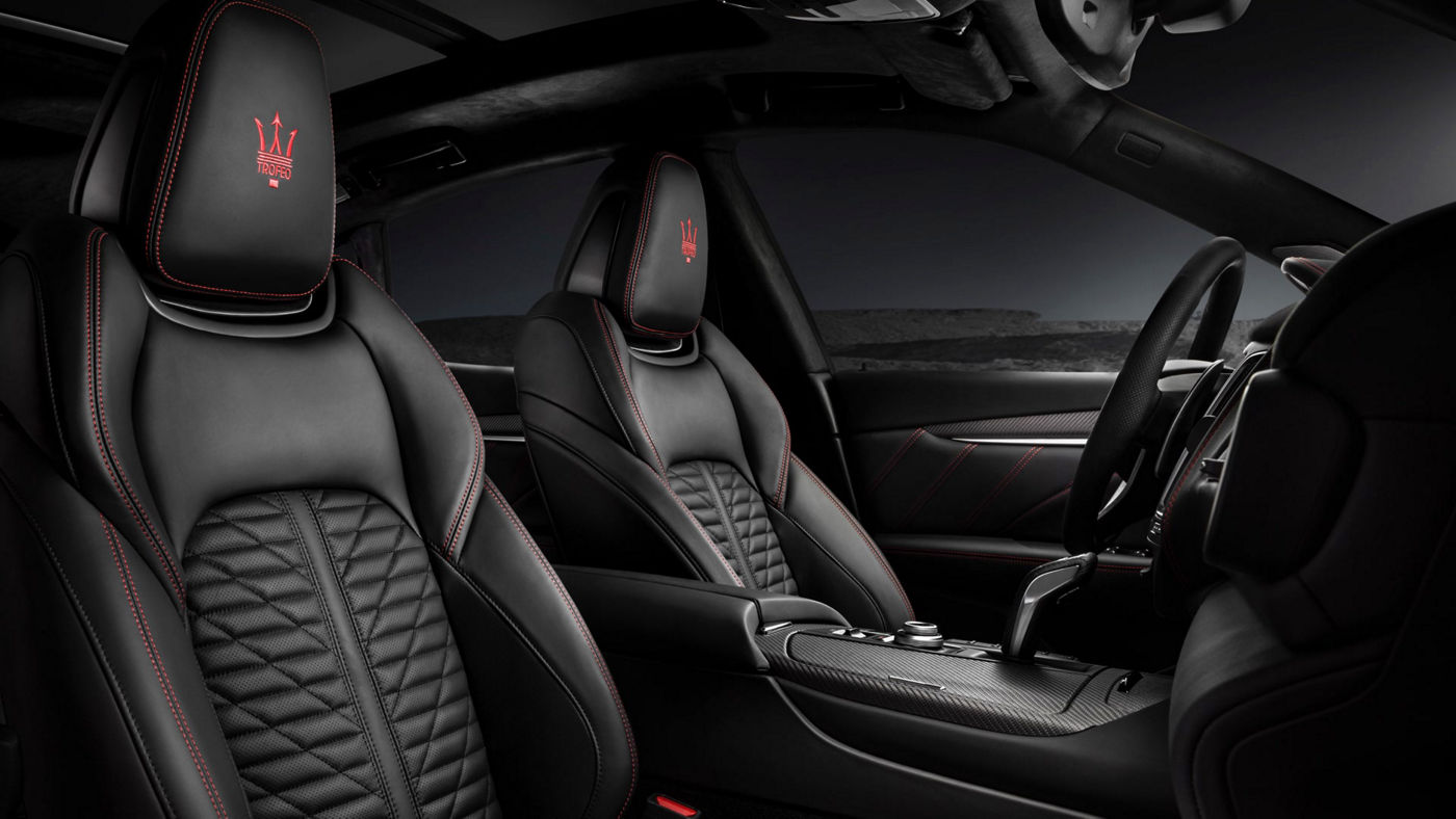 Know your Maserati from inside: picture of black leather interior