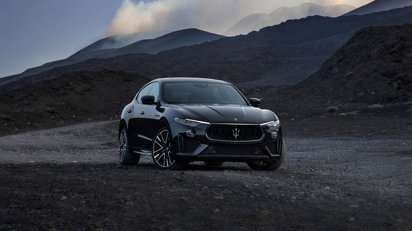Maserati Levante SUV - Frontansicht, in den Bergen