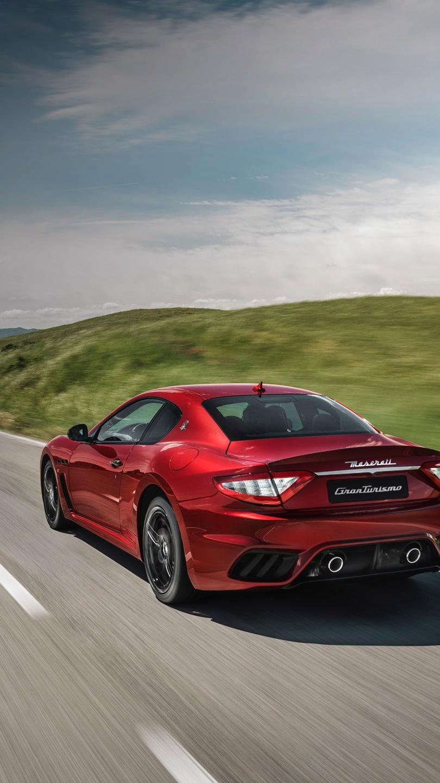 A Maserati Quattroporte: the Trident's flagship in Rosso color