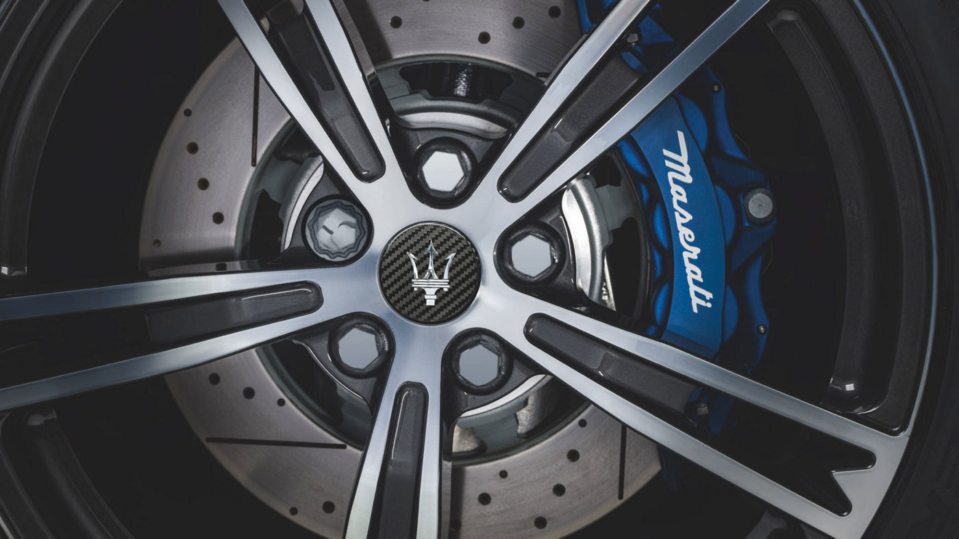 Maserati Rad mit blauem Bremssattel