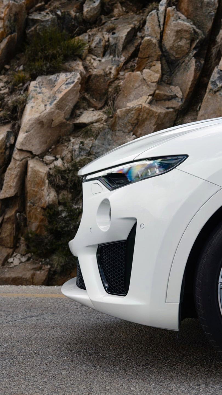 Maserati Levante,  side view - focus on rims and brake caliper