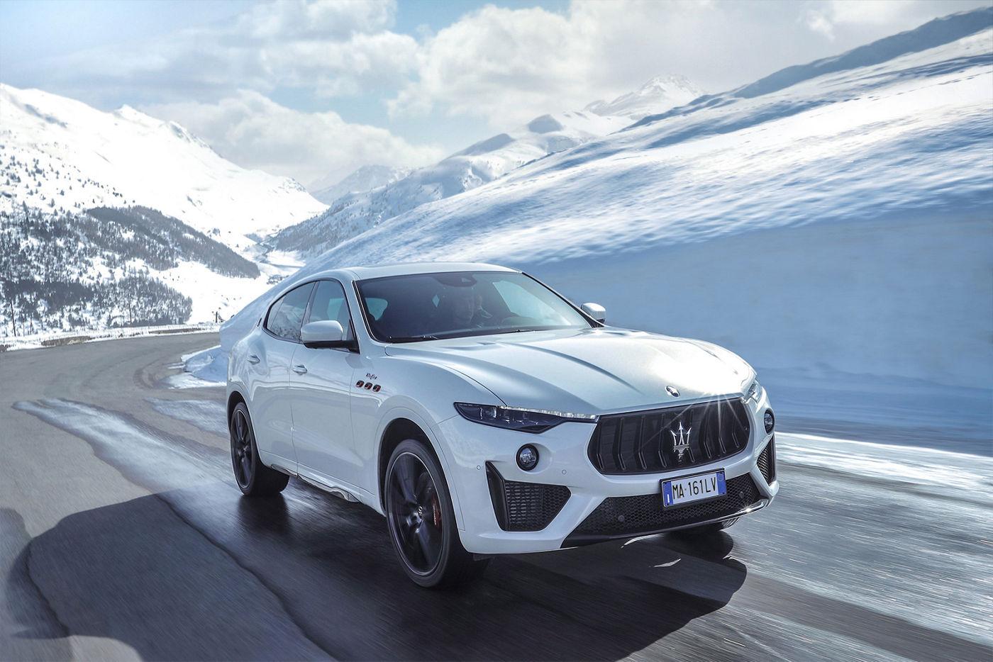 Giorgio Rocca im Maserati Levante - Schneelandschaft im Hintergrund