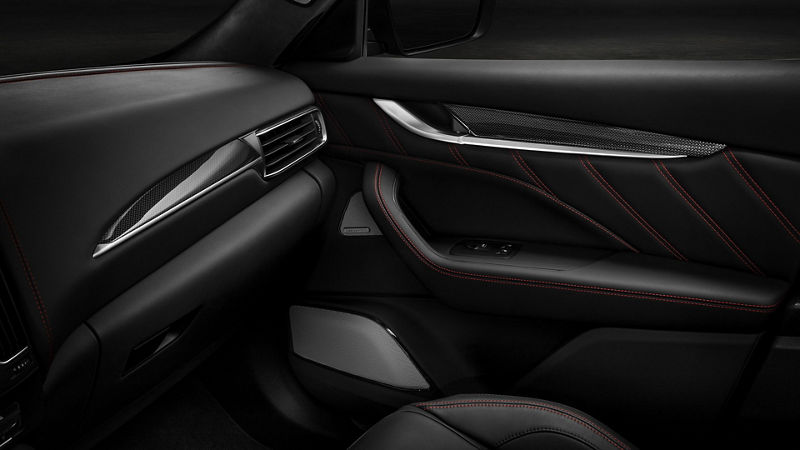 Maserati - Détail porte intérieur - Haut-parler système Bowers & Wilkins audio - Nero