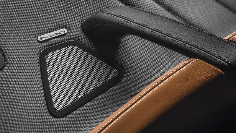 Maserati - Détail porte intérieur - Haut-parler système Bowers & Wilkins audio - Grigio et marrone