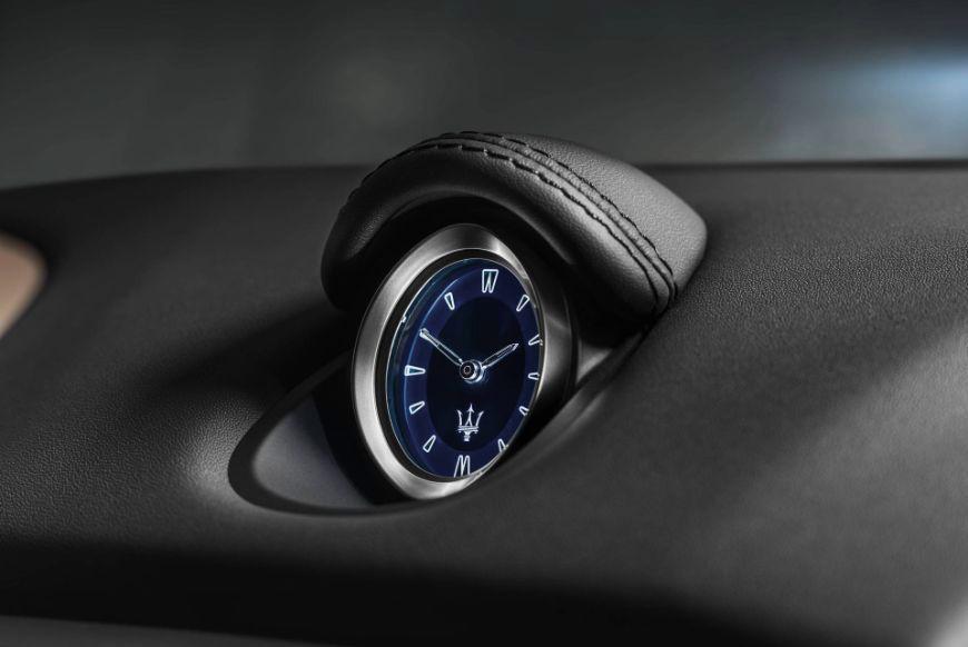 2018 Maserati Ghibli GranLusso Clock