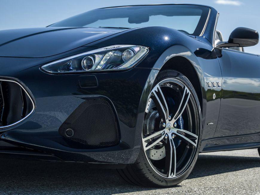 2018 Maserati GranTurismo Convertible Side View