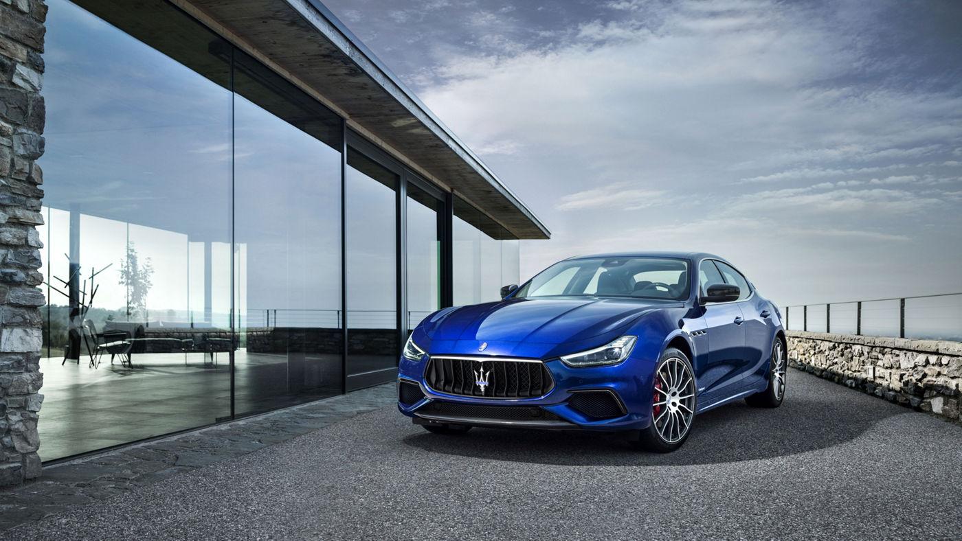 Maserati Ghibli SQ4 GranSport - un élégante modèle bleu