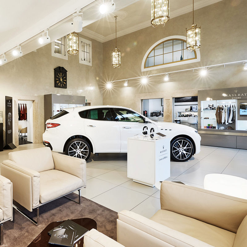 Maserati München am Odeonsplatz: Innenansicht des Maserati Stores