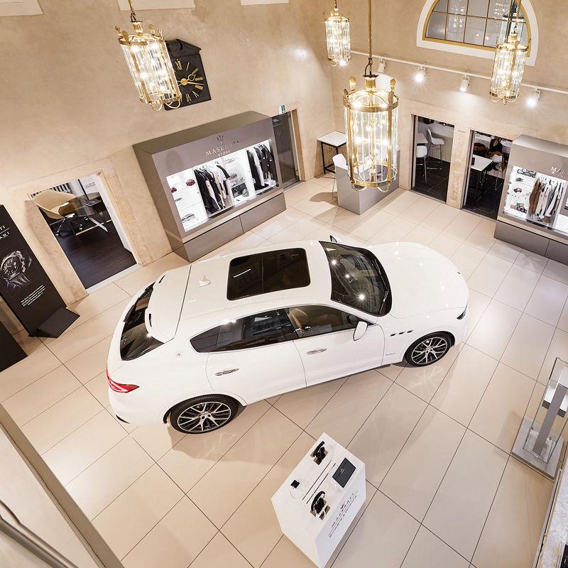 Maserati Odeonsplatz: Showroom mit Maserati Levante