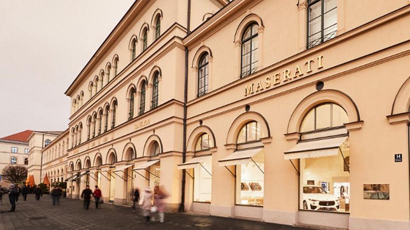 Maserati am Odeonsplatz in München: Showroom von außen
