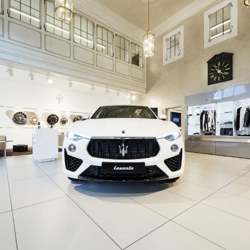 Maserati Levante im Showroom Odeonsplatz München