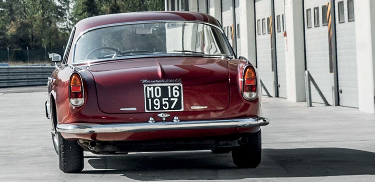 Klassisches Maserati Auto, Rückansicht - Maserati Auto in der Klassikstadt Frankfurt