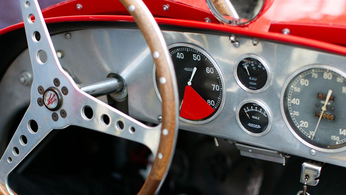 Klassisches Maserati Auto - Innen Details, Armaturenbrett