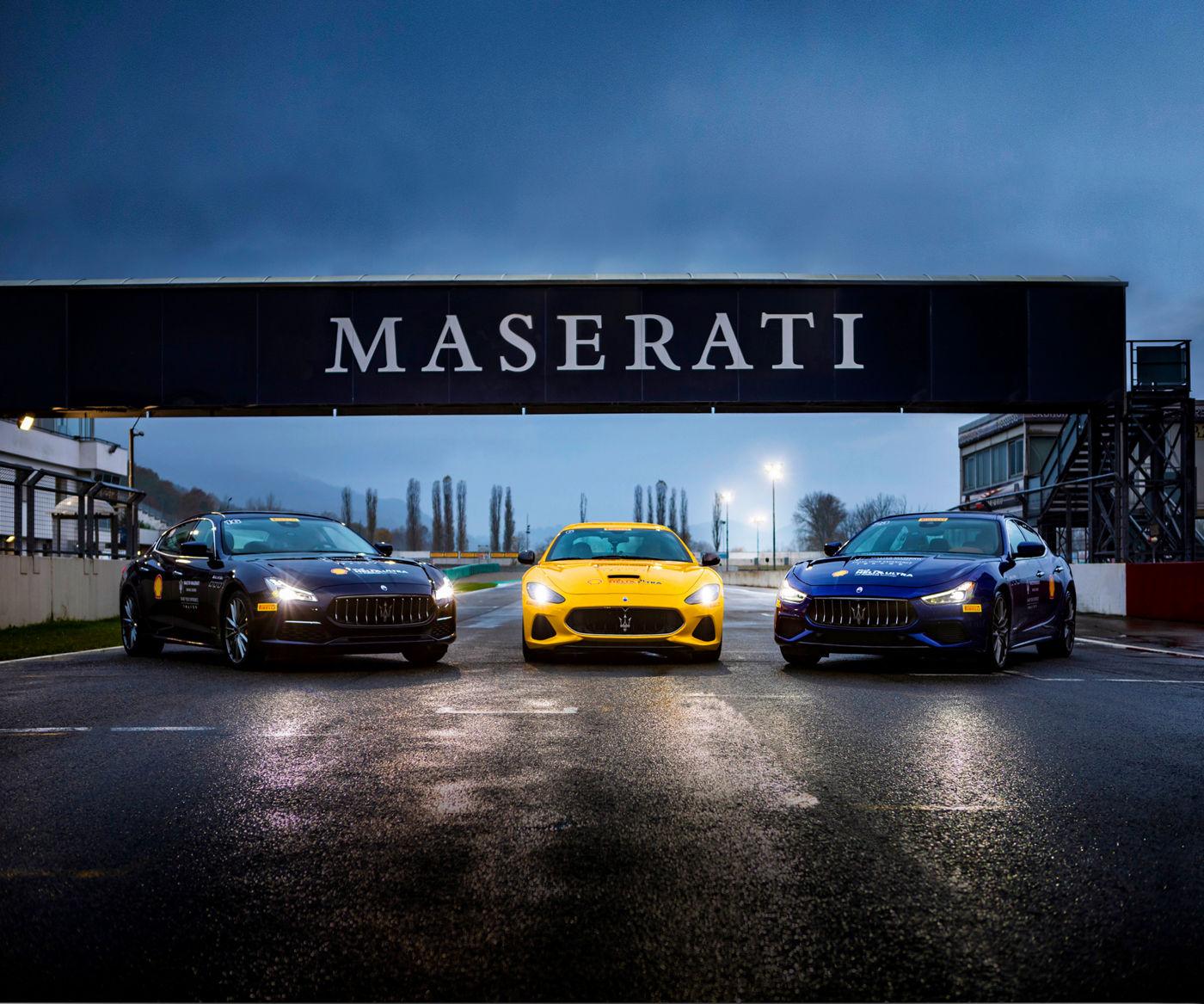 Maserati Fahrtraining: 3 Maserati Fahrzeuge auf einer Rennstrecke