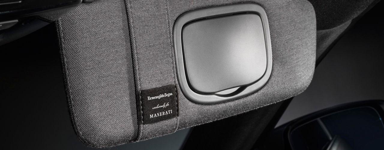 """Ermenegildo Zegna exklusiv für Maserati: Gewebe mit Schriftzug """"Ermenegildo Zegna Exclusively for Maserati"""""""
