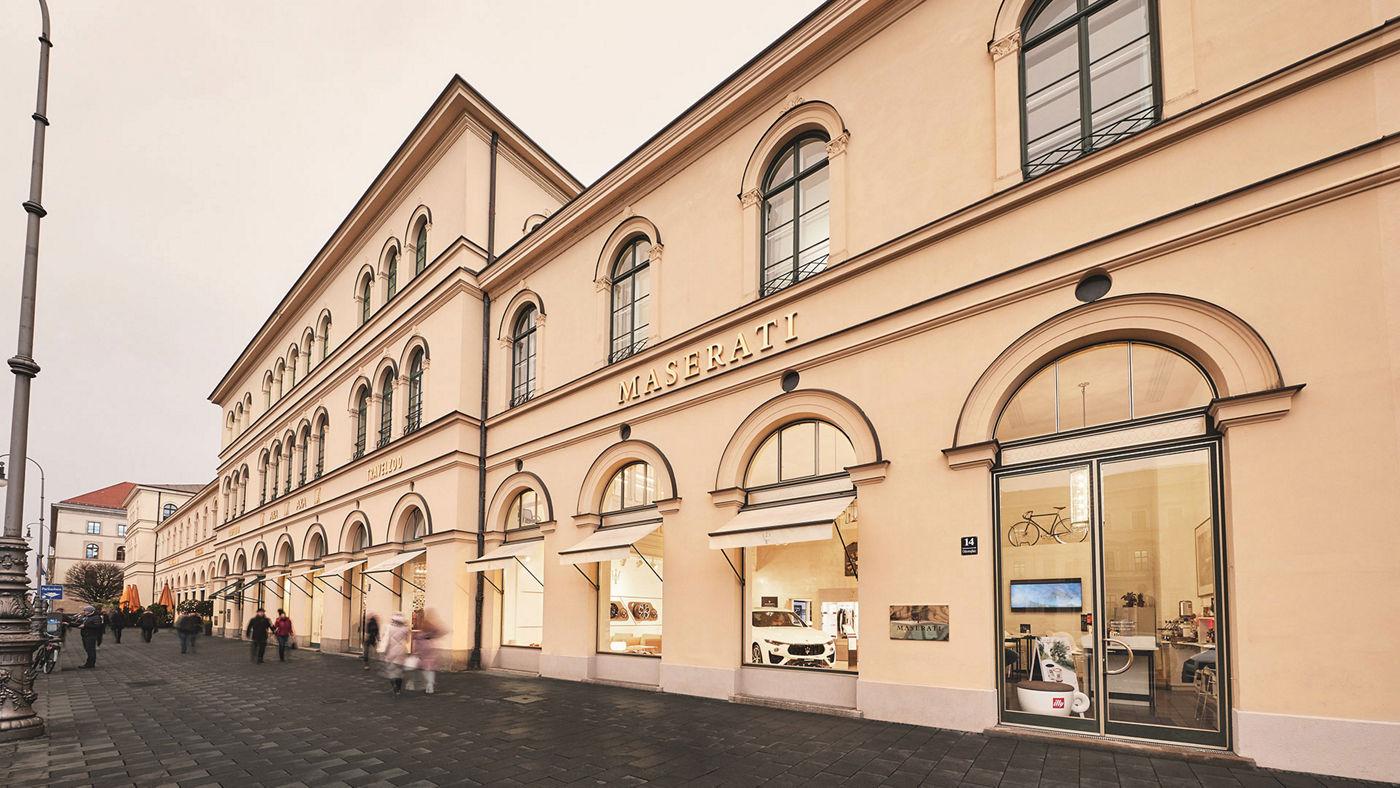 Maserati Store München am Odeonsplatz, Ansicht von außen