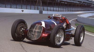 Maserati 8CTF winning at the Indianapolis 500 in 1939